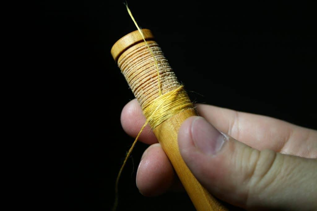 Yellow Bagpipe Hemp ist zu einem Viertel um den Tenon gewickelt.
